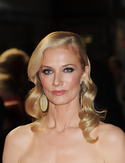 Joely Richardson worked some serious glamour-girl style at the London premiere of 'Anonymous.'