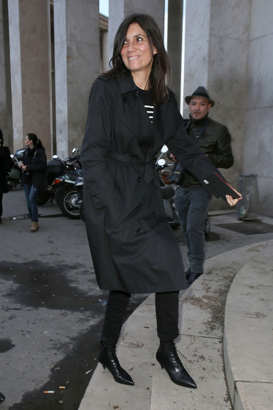 Emmanuelle Alt was spotted at the Anthony Vaccarello fashion show looking classic in a black trenchcoat.
