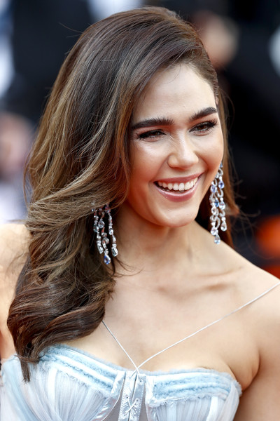 Araya Hargate Long Wavy Cut [les miserables,hair,face,hairstyle,blond,brown hair,eyebrow,beauty,long hair,layered hair,chin,screening,cannes,france,red carpet,araya hargate,the 72nd annual cannes film festival]