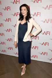 Jessica Pare styled her dress with a cream-colored blazer by Max Mara.