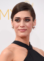 Lizzy Caplan opted for a simple and sleek side-parted chignon when she attended the Emmys.