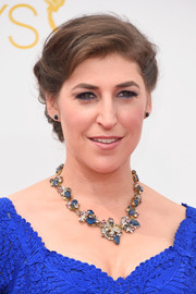 Mayim Bialik turned heads with her stunning Erickson Beamon gemstone statement necklace.