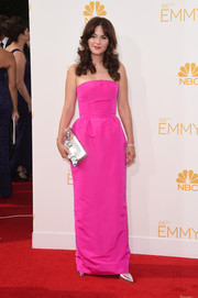 Zooey Deschanel's metallic silver Roger Vivier clutch went beautifully with her pink dress.
