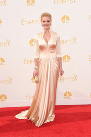 Katherine Heigl kept it classy in a vintage champagne gown by John Hayles during the Emmys.