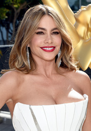 Sofia Vergara styled her hair with a center part and gentle waves for the Emmys.