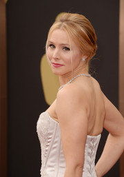 The 'Veronica Mars' beauty finished her look with girly pink lips.