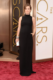 Olivia Wilde looked stunning in a classic black Valentino gown at the 2014 Academy Awards.