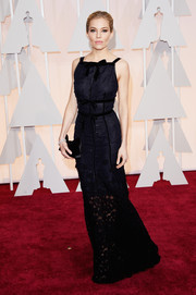 Sienna Miller looked downright elegant at the Oscars in a navy and black Oscar de la Renta column dress featuring bow accents and a sheer lace hem.