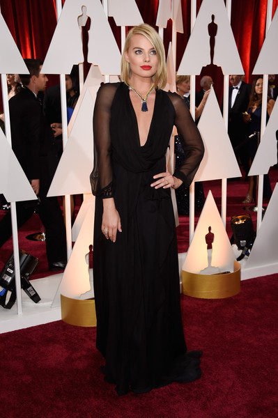 More Pics of Margot Robbie Red Lipstick (1 of 44) - Margot Robbie Lookbook - StyleBistro [red carpet,carpet,dress,clothing,flooring,fashion,premiere,gown,event,formal wear,hollywood highland center,california,87th annual academy awards,arrivals,margot robbie]
