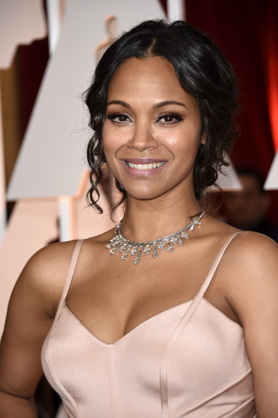 Zoe Saldana looked gorgeous with her pinned-up ringlets during the Oscars.