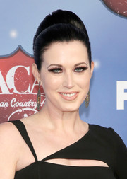 Shawna Thompson attended the American Country Awards sporting a beehive-inspired 'do.