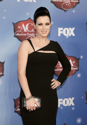 Shawna Thompson accessorized with a silver and black sequined clutch when she attended the American Country Awards.