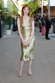 Karen Elson completed her all-gold ensemble with a sophisticated snakeskin clutch.