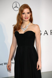 Jessica Chastain attended the amfAR Cinema Against AIDS Gala wearing a jaw-dropping diamond statement necklace by Tesiro.