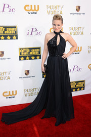 Kristen Bell vamped it up at the Critics' Choice Awards in a sexy black halter gown by Pamella Roland.
