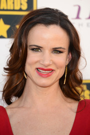 Juliette Lewis left her hair loose with gentle waves when she attended the Critics' Choice Awards.