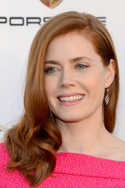 Amy Adams styled her locks into a simple yet lovely side-parted 'do with curly ends for the Critics' Choice Awards.