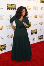 Oprah Winfrey chose a stylish dark green gown with a curve-hugging bodice and a flared skirt for the Critics' Choice Awards.