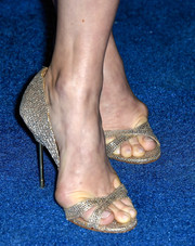 Amy Adams matched her gold dress with cute gold sandals.