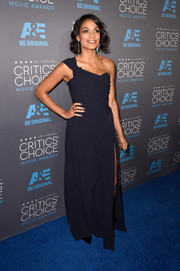 Rosario Dawson arrived at the Critics' Choice Movie Awards in a stunning blue gown with a cheeky high split.