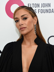 Nicole Scherzinger opted for a simple yet elegant straight side-parted 'do when she attended Elton John's Oscar-viewing party.