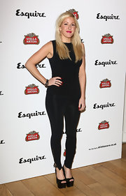Ellie chose a pair of black leggings to keep her look casual and cool.