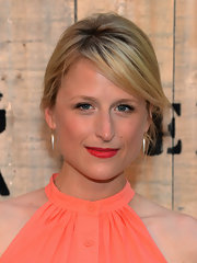 A bright lip color combined with a breezy coral outfit totally perked up Mamie Gummer's look during the Feed USA + Target launch.