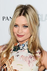 Laura Whitmore kept her blonde tresses pretty and romantic with soft waves.
