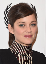 Marion Cotillard's ponytail and slicked-down bangs at the New York Film Critics Circle Awards had a chic retro feel.