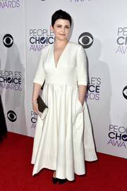 Ginnifer Goodwin chose a monochrome envelope clutch by Jill Milan to complete her look.