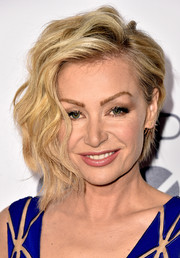 Portia de Rossi sported modern-chic asymmetrical waves at the People's Choice Awards.