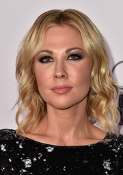 Desi Lydic wore her hair in summer-chic waves during the People's Choice Awards.