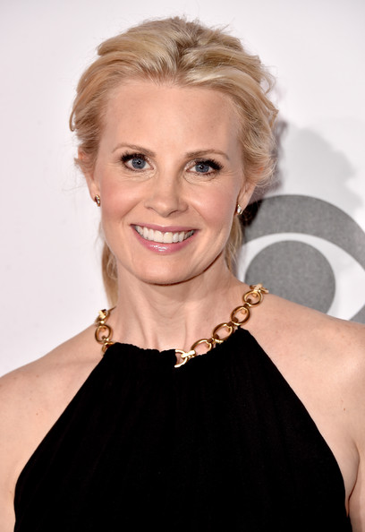 Monica Potter's Wavy Ponytail and Natural Palette