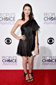 Caitriona Balfe looked coquettish in a black Valentino one-shoulder mini at the People's Choice Awards.