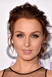 Camilla Luddington attended the People's Choice Awards wearing a messy-sexy updo.