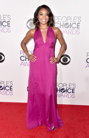 Gabrielle Union made a sexy-chic statement at the People's Choice Awards in a magenta Honor halter dress with a plunging neckline.
