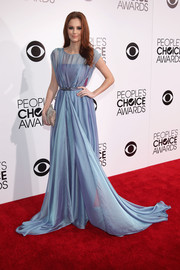 Alyssa Campanella brought major glamour to the People's Choice Awards with this floor-sweeping blue gown.