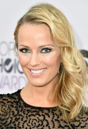 Brooke Anderson wore her blonde locks swept to one side during the People's Choice Awards.