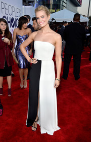 Beth Behrs went for modern elegance in a monochrome strapless gown by Giulietta during the People's Choice Awards.