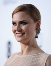 Emily Deschanel kept it classic with this sleek bun at the People's Choice Awards.