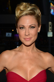 Desi Lydic sported a sculpted pompadour at the People's Choice Awards.