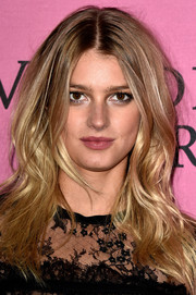 Sigrid Agren rocked a messy-chic center-parted 'do at the Victoria's Secret fashion show after-party.