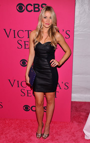 Katrina Bowden chose a pair of woven gold peep-toes to complete her look.