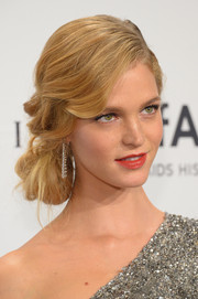 Erin Heatherton went for Old Hollywood romance with this gorgeous side chignon during the amfAR New York Gala.