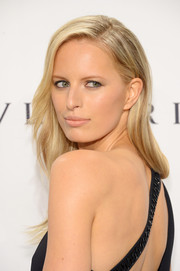 Karolina Kurkova wore her hair down in gentle waves with a side part during the amfAR New York Gala.