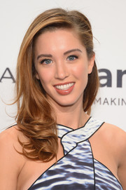 Melissa Bolona looked youthful and sweet wearing this half-up 'do with curly ends at the amfAR New York Gala.