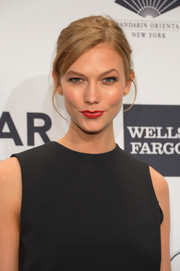 Karlie Kloss topped off her look with a mildly messy side-parted bun when she attended the amfAR New York Gala.