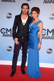 Lacey Buchanan showed some curves in a low-cut blue evening dress with a tight-fitting bodice during the CMA Awards.