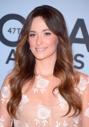 Kacey Musgraves looked like a goddess with her flowing wavy 'do at the CMA Awards.