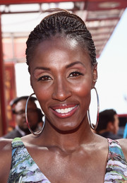 Lisa Leslie styled her look with a massive pair of silver hoop earrings.
